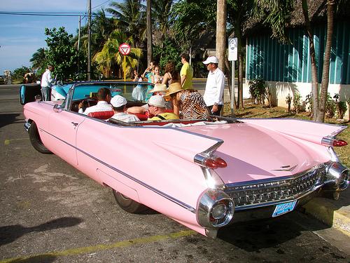 Selv på det farverige Cuba er en lyserød 59 Cadillac en drøm